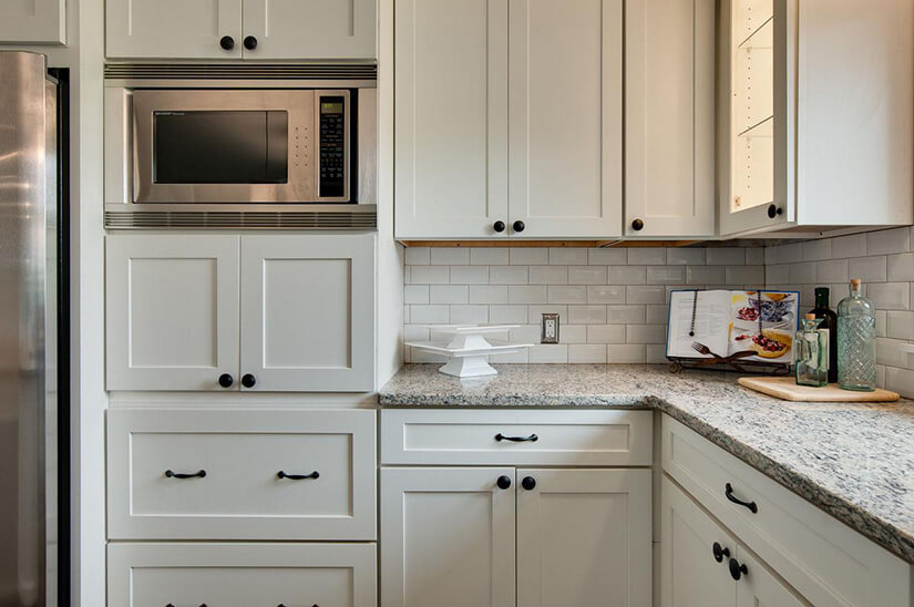 Should I Use Knobs Or Pulls On Kitchen Cabinets